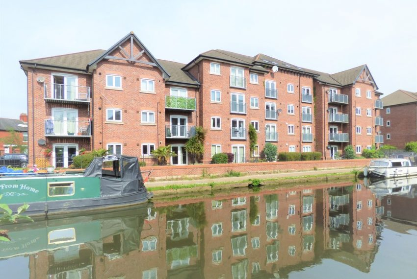 ***UNDER OFFER*Canal Views 2 beds Apartment in Sale