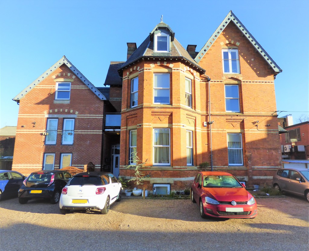 2 Bedroom Converted Victorian top flat for Sale in M33