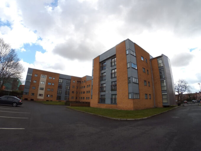 [曼城 – 英國二手樓] [M14 大學區域,二房Apartment連車位] Moss Lane East , Manchester, M14